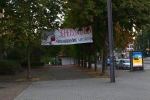 Banner: Scheissverein, Abschiebebehörden wegboxen